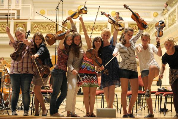 A Young Euro Classic zenekar vonósai