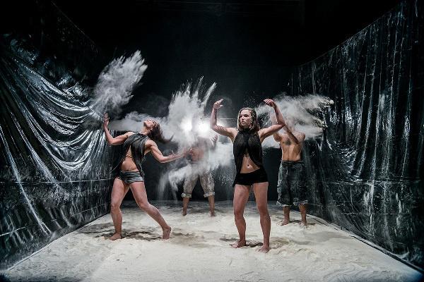 Peregrinusok - Közép-Európa Táncszínház