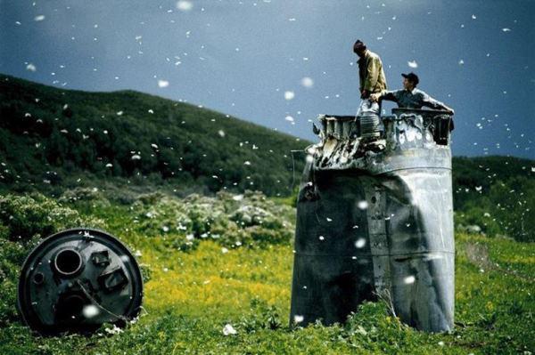 Műholdak, Altaji határterület, Oroszország, 2000 (Capa Központ) Fotó: Jonas Bendiksen, Magnum Photos ©