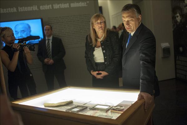 Schmidt Mária Orbán Viktorral