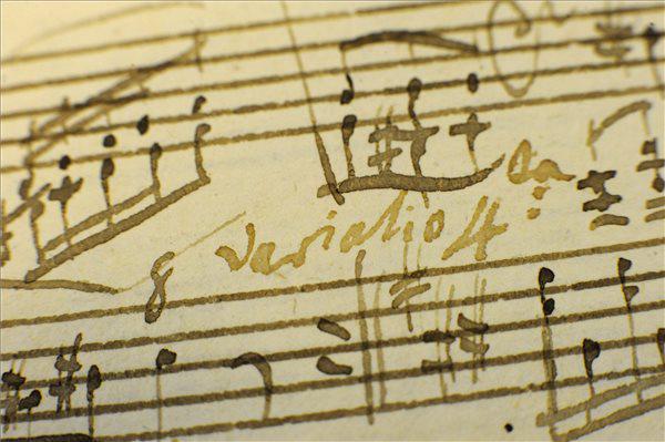 A Mozart-szonáta kéziratának részlete