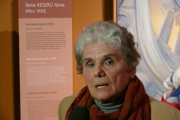 Keserü Ilona a Festők a tükörben c. kiállítás megnyitóján