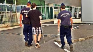 Rendőrök vittek a Szigetre egy látássérült férfit