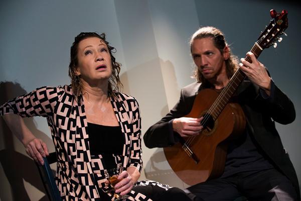 Udvaros Dorottya és Petz Bálint a Nyáron, este fél tizenegykor című előadásban (MTI Fotó: Kallos Bea)