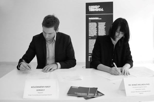 A megállapodás aláírása (Forrás: Design Terminál)