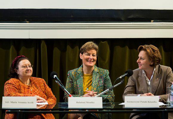Maria Assunta Accili olasz nagykövet, Balatoni Monika és Szemereyné Pataki Klaudia (MTI fotó: Mohai Balázs)