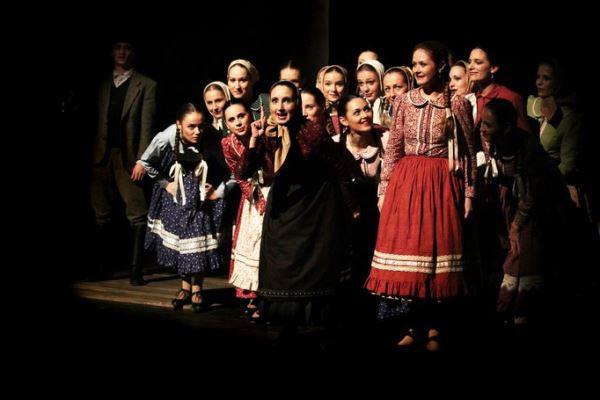 Körhinta, Nemzeti Színház