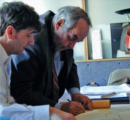 Russell Johnson (1923–2007), a hangversenyterem akusztikai tanácsadója és Zoboki Gábor építész 2002 tavaszán New York-ban