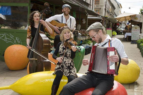 zenészek a Zenepiacon