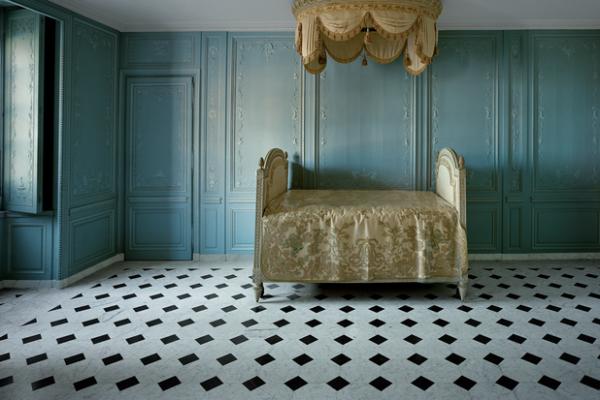 Robert Polidori műve Marie Antoinette ágya alapján, 2006.