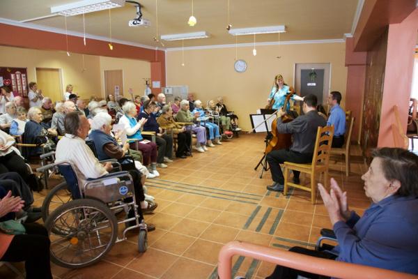 A BFZ idősotthonban koncertezik (Forrás: BFZ)