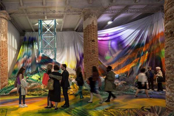 Katarina Grosse kiállítása az Arsenale-ben