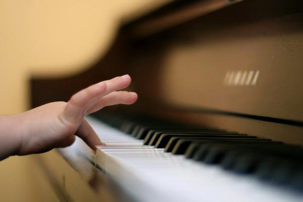 zongora-gyerek
