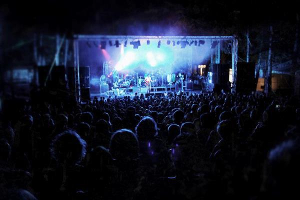 Kultkikötő színpad