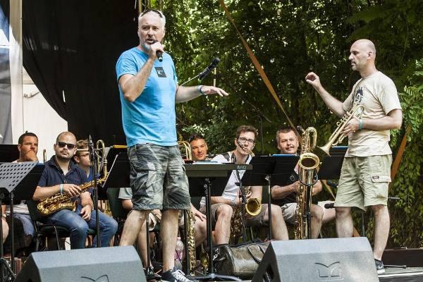 Modern Art Orchestra udvar