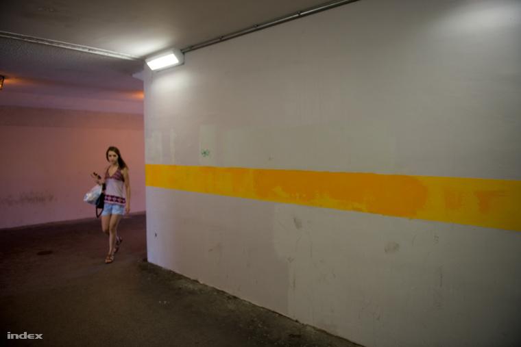 Nem sikerült a festékekből az eredetivel megegyező színűt találni. De legalább megpróbálják eltüntetni a graffitiket