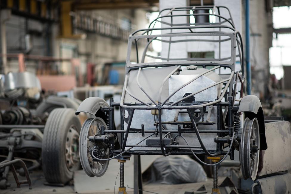 A Velorexek a Lanta Kft (a MABI buszgyár egyik tulajdonosa) három tulajáé. Az a tervük, hogy ha elkészült három, kéthengeres Suzuki motorokkal, tárcsafékekkel, elmennek velük az Alpokba motorozni. Az egyik Velorex prototípusként már ment. Innen is drukkolunk, hogy élje túl mindenki.