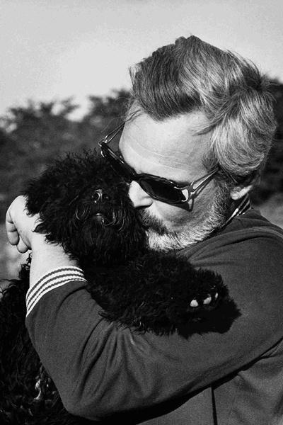 Latinovits Zoltán Bagó kutyával az Öreg c. film forgatásakor