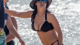 Salma Hayek Hawaii-on vetkőzött bikinire