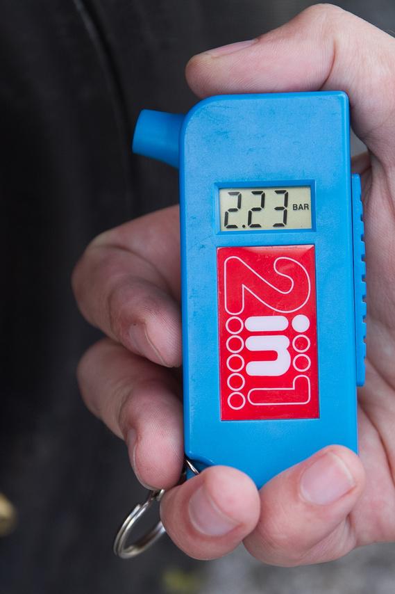 A gyárilag előírt keréknyomás 2,1 bar, ez nagyjából stimmelt a pótkeréken. Ön szokta ellenőrizni a pótkerék nyomását a saját autóján?