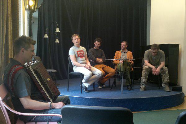 Frenkó Zsolt ismerteti a Pinceszínház francia évadát