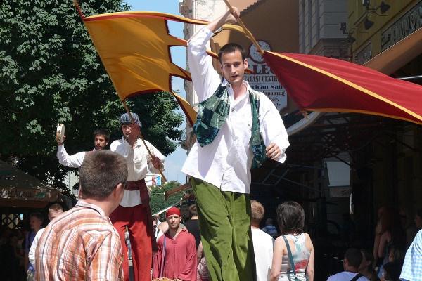 Gólyalábon a Király utcában - 13. Pécsi Országos Színházi Találkozó - 4. nap