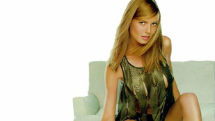 Heidi Klum jóban lehet egy sebésszel, mert rá sem ismerni ezen a régi fotón