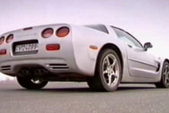 """""""Anyám!"""" – Winkler Corvette-et vezet"""