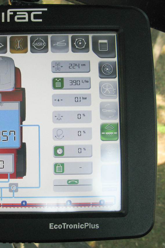 Az érintőképernyő mást mutat munka-, illetve vonulási módban