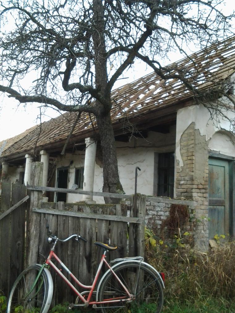 Így nézett ki a diósjenői ház a felújítás előtt