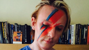 Egy évig David Bowie-ként él egy brit egyetemi oktató