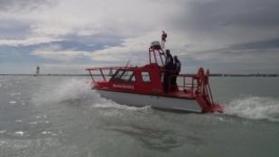 A viharjelzés idején került nagy bajba egy hajó a Balatonon