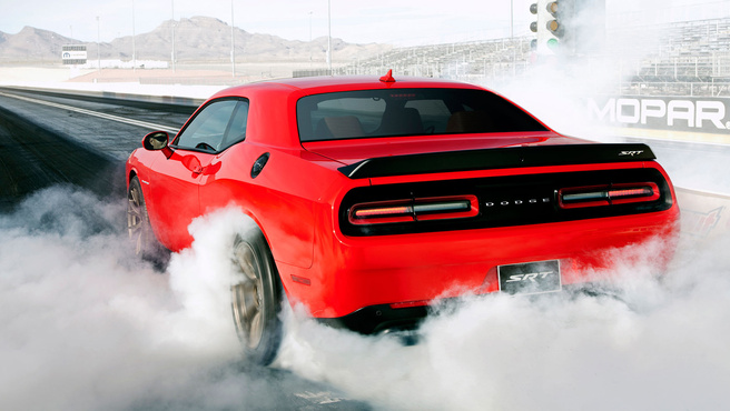 2015-dodge-challenger-srt-hellcat-burnout
