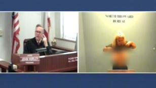 Tárgyaláson mutatta meg melleit az amatőr pornós