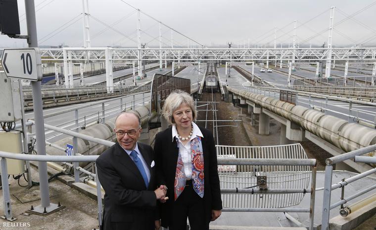 Bernard Cazeneuve és Theresa May megállapodtak Calais-ban