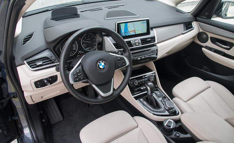 Első ránézésre egy szabványos BMW-kabin