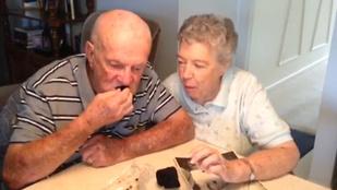 Eltették az esküvői tortájukat. 60 év után még mindig eszegetik