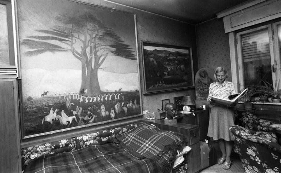 1975 nyarán, nyolcvanéves korában meghalt a híres építész, Gerlóczy Gedeon, a Csontváry-képek megmentője. Ő soha nem dicsekedett az évtizedekkel előtt vásárolt festményeivel, így nem is értékelte senki gyűjteményét. Czippán Gyuri újságíró barátom a Hétfői Hírek munkatársa szólt, hogy menjünk el, s csináljunk riportot róla. Megtudtuk, hogy Gedeon bácsi özvegye a Galamb utca 3. szám alatt, a VI. emeleten lakik. Természetesen a temetést követően vártunk két hónapot, ősszel telefonált neki kollégám. A hölgy először majdnem lecsapta a telefont, de Gyuri végül meggyőzte: felkereshettük a gyűjteményt, ahol az Amerikában élő, de akkor épp itthon tartózkodó lánya, Gerlóczy Glória fogadott.