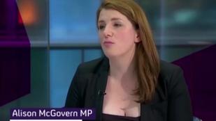 Túl nagy dekoltázsa miatt támadják a brit árnyékminisztert