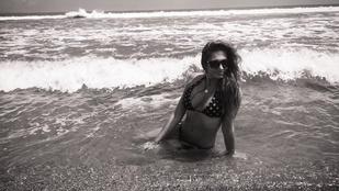 Horváth Éva pöttyös bikinit húzott