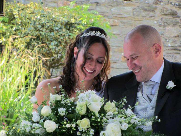 Így nézett ki Ellie Baker az esküvőjén