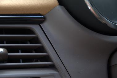 A Volkswagennél egy ilyen szellőzőrostély-illesztésért már ölnek