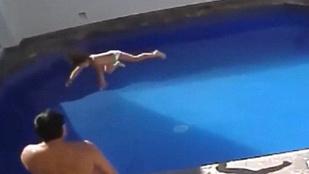 Addig dobálta a medencébe a 3 éves kislányt, amíg megfulladt