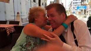 Vége az internetnek: Magdi anyus csókot adott Schmuck Andornak!