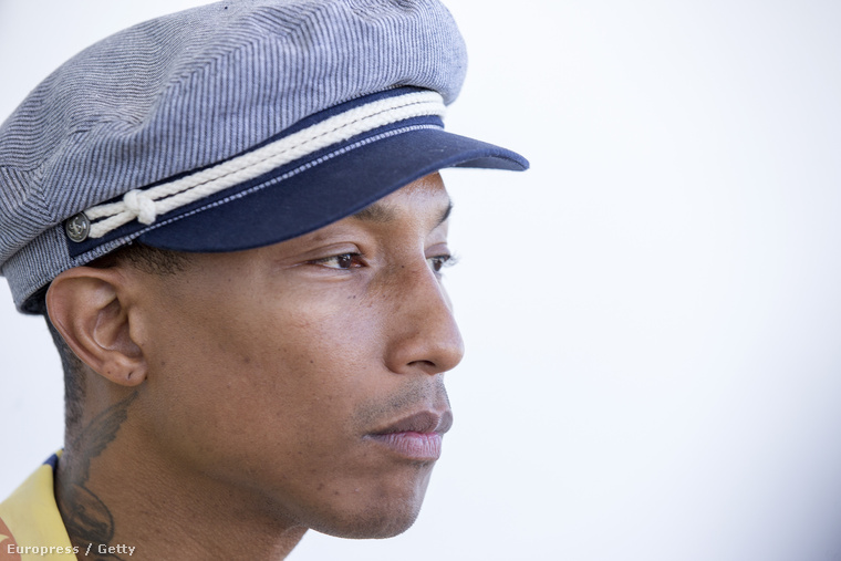 Pharrell Williams sapkában