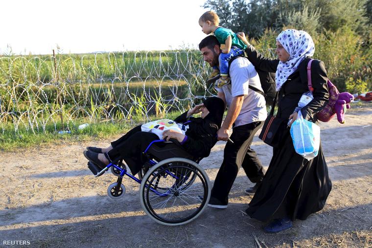 Szír menekültek Röszke közelében