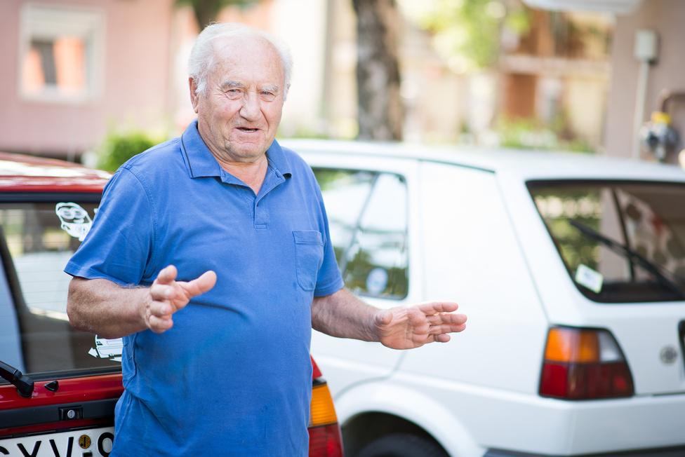 A Balatonon az 1980-as években huszonnégy vízirendőr hajó közlekedett. Az (anyai) nagypapa, Nagy Csaba ezeket tartotta karban. Hozzá tartozott az őszödi kormányüdülő motorcsónak-állománya is, amivel Kádás János és vendégei csapathattak. Fidel Castrót viszont nem igazán érdekelte, a motorcsónak-téma, ő inkább búvárkodni ment, pedig az a Balatonban mennyire szánalmas élmény lehet már a Karib-tengerhez képest. A motorcsónakok pedig elég kemények voltak, akár 60 km/h-t is mentek - vízen. A papa természetesen nem márkaszervizbe hordta az autót, hanem maga szervizelte, bár a 300 lóerős csónakmotorokhoz szokott szemének és kezének mindig meghökkentően kicsi volt az 1,3-as Golf-motor. És amennyiben kíváncsiak a korszak csónakmotorjaiban jártas ember véleményére, a soros motorok megbízhatóbbak voltak, mert a V-k hamarabb kikönyököltek.