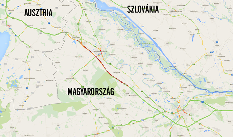 A Google Maps 8:30-kor mutatott forgalmi adatain is jól látszik a több tízkilométeres dugó az osztrák határnál (pirossal)