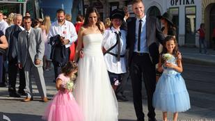 Egy miskolci pár esküvői villamost kapott nászajándékba