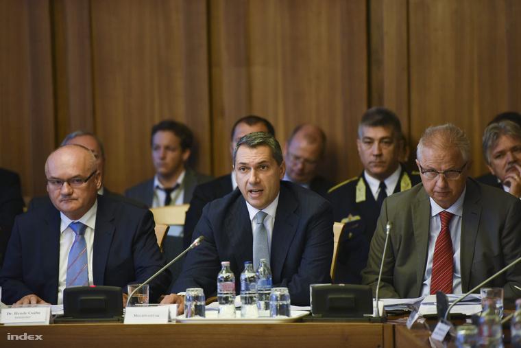 Lázár János a honvédelmi és a nemzetbiztonsági bizottságok együttes, keddi ülésén